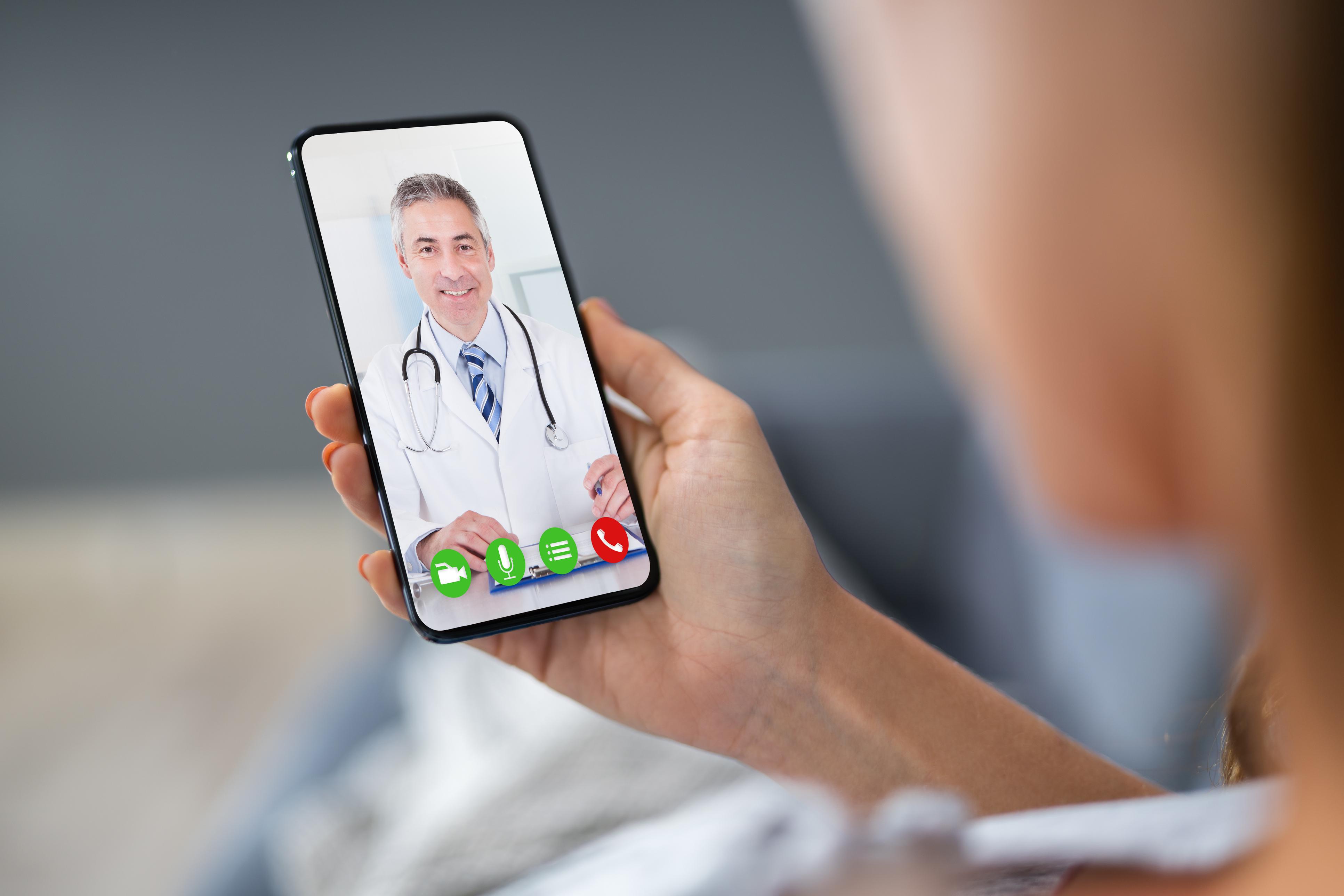 Consultas online gratuitas para aliviar el sistema sanitario