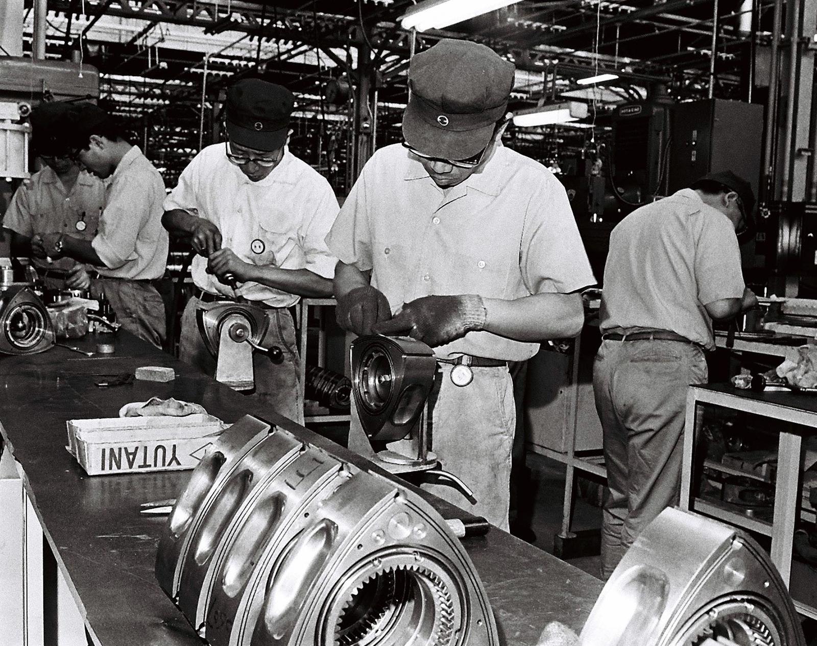 Del corcho al automóvil: cien años de Mazda en imágenes